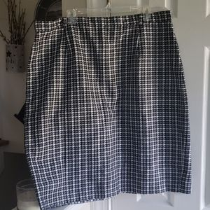 Bobbie Brooks Houndstooth Print Stylish Skirt Plus